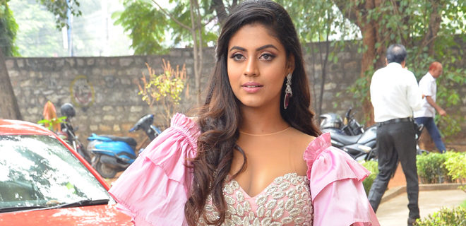Iniya New Stills