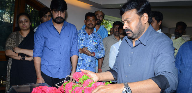 Chiranjeevi pay homage to Srikanth's father Parameswararao