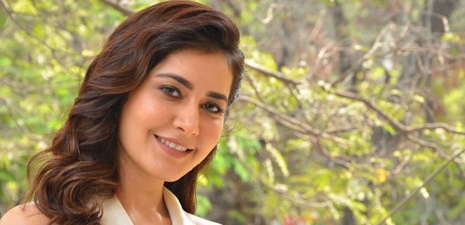 Raashi Khanna interview photos
