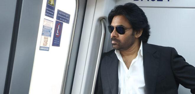 Pawan Kalyan travels in Metro