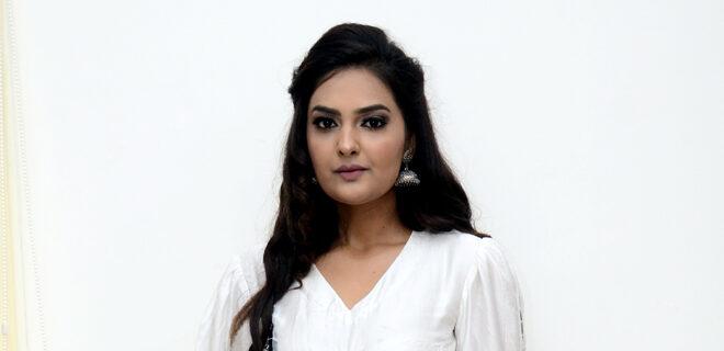 Neha Deshpaney New Photos